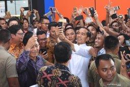 Kasus Wiranto ditusuk, Jokowi tak akan hentikan kebiasaan swafoto