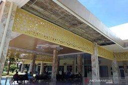 Baru direhab, plafon terminal Bandara Nagan Raya rusak dan renggang