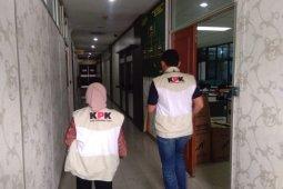 KPK geledah rumah Bupati Bengkalis di Pekanbaru, sejumlah dokumen disita