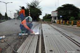 Sambut arus mudik, lintasan rel kereta api diperbaiki