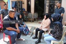Wali Kota Surabaya telah kunjungi 11 keluarga KPPS yang meninggal