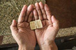 Al Quran terkecil masih utuh meski usianya sudah 500 tahun