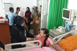 Rahima Fachrori santuni bayi tanpa kulit perut