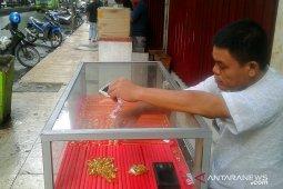 Transaksi emas pinggir jalan di Ambon sepi pembeli