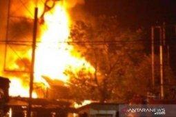 Sejumlah toko di Pasar Batangkuis terbakar