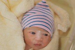Thania Putri Onsu lahir di Singapura