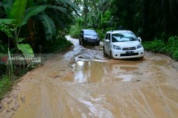 Masyarakat keluhkan infrastruktur kepada Bupati Paluta