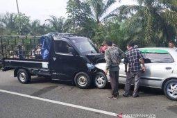 Sedan dan pick up tabrakan saat arus balik di Nagan Raya