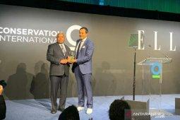 Gubernur Papua Barat peroleh penghargaan lingkungan dari CI