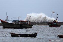 BMKG: Siklon Hagibis picu gelombang tinggi perairan Indonesia