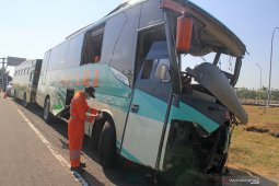 Keluarga jemput tujuh korban meninggal kecelakaan Tol Cipali