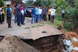 Bupati Labusel: Jalan desa yang ambles akan segera diperbaiki