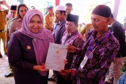 Bupati Muarojambi serahkan sertifikat tanah warga Kumpeh Ulu