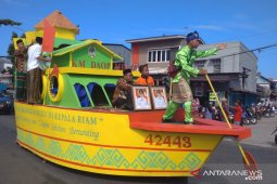 Pawai Ta'aruf STQ Nasional XXV  meriah