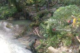 Koramil 14/DMR bersama masyarakat bersihkan aliran Sungai Bah Linta