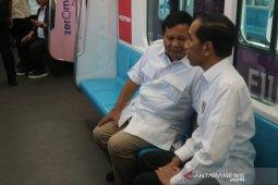 Jokowi dan Prabowo bertemu,  naik kereta MRT bersama
