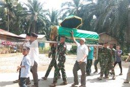 Satgas TMMD  takziah ke rumah warga yang meninggal dunia