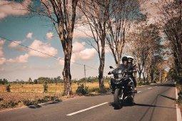 Darius dan Donna Agnesia naik motor ke Himalaya
