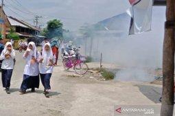 Petugas Dinkes Aceh Utara fogging nyamuk penyebab DBD