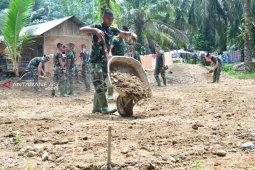 Satgas TMMD bangun fasilitas olahraga di desa  Hutaraja Lamo.