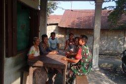 Peduli bahaya narkoba, Babinsa Kodim 0204/DS rutin lakukan komsos