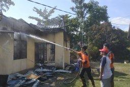 Kantor Kwarcab Kayong Utara ludes terbakar
