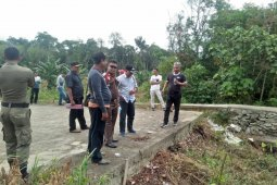 Bupati Ketapang tinjau lokasi pembangunan Jembatan Nanga Kelampai