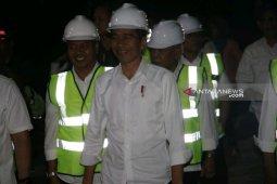 Jokowi tinjau dermaga Pelabuhan Muara di Tapanuli Utara