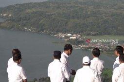 Presiden Jokowi ancam cabut izin perusahaan yang cemari Danau Toba