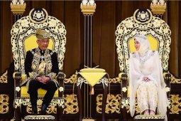 Sultan Pahang dinobatkan sebagai Raja Malaysia.