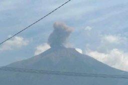 BPBD: Warga terbiasa dengan erupsi Gunung Kerinci tapi tetap waspada