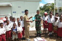 Pumpunan : menghilangkan praktik bisnis pakaian seragam di sekolah