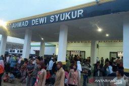 Calhaj Labura akan dilepas dari aula Ahmad Dewi Syukur