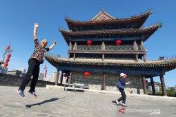 Berwisata di tembok kuno kota Xi'an (Video)