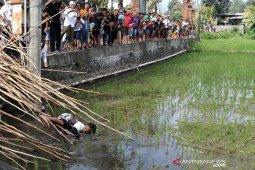 """Hari Raya Kuningan, warga Munggu-Badung ikuti tradisi """"Mekotek"""""""