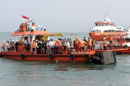 Gubernur Lampung Arinal Djunaidi luncurkan kapal pembersih sampah