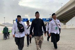 Mekkah hujan gerimis saat Amirul Hajj jalan kaki ke Jumarat