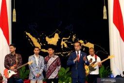 Siswa Sulsel dapat sepatu dari Presiden Jokowi