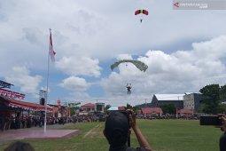 Aksi terjun payung meriahkan perayaan HUT Proklamasi di Manokwari
