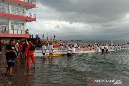 Banda protes hasil lomba arumbae manggurebe