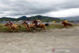 Pacuan kuda tradisional dongkrak kunjungan wisatawan ke  Takengon