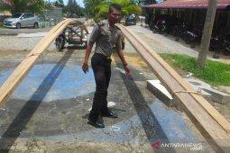 Tukang becak bawa kayu ilegal dapat jaminan penahanan