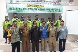 Pelaku usaha Papua di Teluk Wondama ikuti pelatihan kewirausahaan