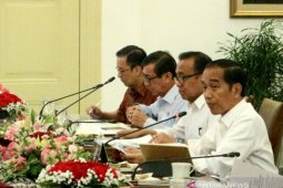 Jokowi orders strict monitoring of waste imports