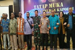 Military, police chiefs hold closed-door meeting with Papuan figures