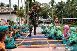 Babinsa tanamkan Wasbang ke murid PAUD -TK YPIT Nastaiin Pasar Matanggor