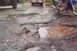 Jalan rusak di Gunungsitoli butuh perbaikan segera