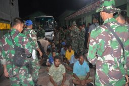 298 pendemo Jayapura dipulangkan dengan kendaraan militer
