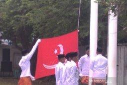 Pewaris Kerajaan Aceh gelar upacara pengibaran bendera alam pedang