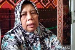 Rp500 juta dibawa kabur, wanita paruh baya ini terduduk lemas di kantor polisi